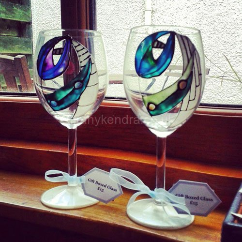 renni-mac-2-wine-glass-chatters